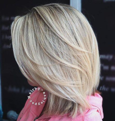 блондинка до плеч