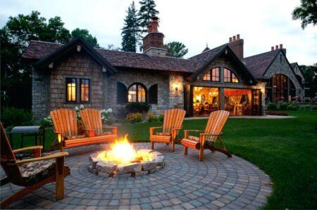 Место для отдыха во дворе частного дома