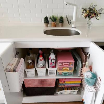 идеи для маленькой кухни: полка под мойкой