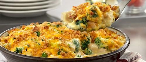Курица с брокколи под  сливочно-сырным соусом на ужин