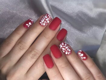 модный маникюр красного цвета